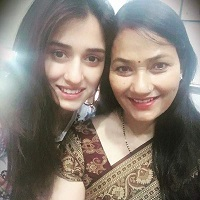 Disha-Patani-With-Her-Mother