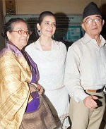 manisha with parents