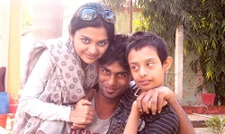 Solanki-Roy-with-her-brothers